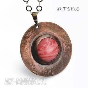 medalion-z-rodonitem naszyjniki różowe miedziany medalion z rodonitem na