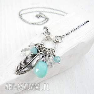 białe naszyjniki piórko na skrzydłach wolności