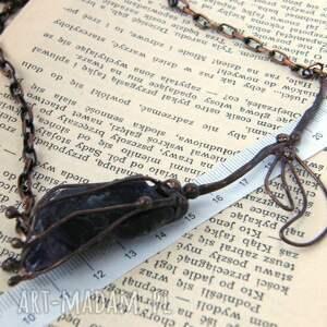 naszyjniki: Naszyjnik: Kwiat z surowym ametystem - amulet