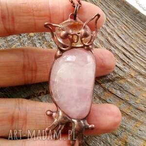 różowe naszyjniki wisiorek-sowa naszyjnik: sowa z kwarcem różowym