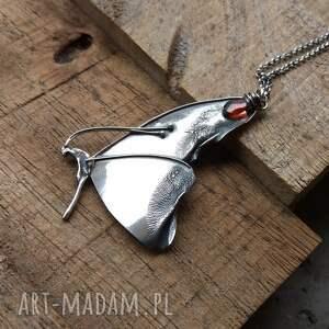 intrygujące motyl naszyjnik srebrny z motylem