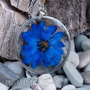 naszyjnik-z-kwiatów naszyjniki niebieskie naszyjnik z granatowej margerytki