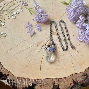modne naszyjniki naszyjnik z-miedzi z kryształem górskim