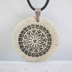 handmade naszyjniki ceramiczny naszyjnik z limonkowym oczkiem
