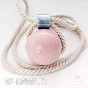 szare naszyjniki sznurek naszyjnik z różową kulą