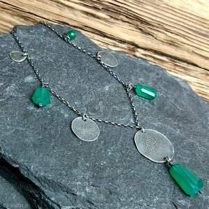zielone naszyjniki metaloplastyka naszyjnik ze srebra i zielonych