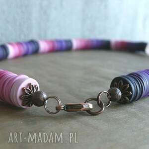frapujące naszyjniki różowy odcienie różu i fioletu, naszyjnik