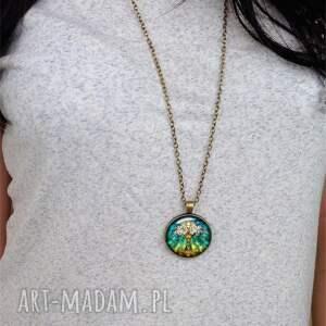 modne naszyjniki pawie oko - medalion z łańcuszkiem
