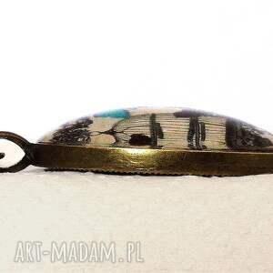 beżowe naszyjniki pawie - owalny medalion z