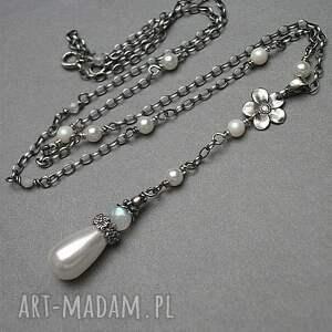 białe naszyjniki srebro oksydowane perłowy kwiatuszek - naszyjnik