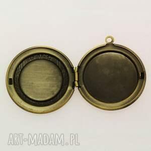brązowe naszyjniki pieczęć - sekretnik z łańcuszkiem