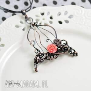 gustowne naszyjniki naszyjnik-z-wisiorem romantic cage- naszyjnik