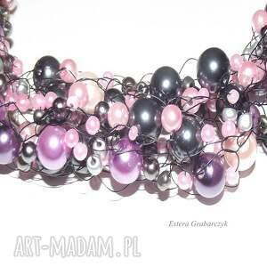 różowe naszyjniki perły