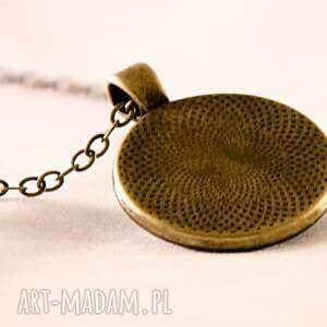 czarne naszyjniki medalion siła natury -