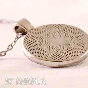 szare naszyjniki smok - medalion z łańcuszkiem