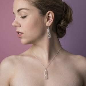 białe naszyjniki kamień 925 srebrny łańcuszek diament