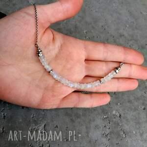 Cocopunk srebro i kamień księżycowy - nowoczesny krótki naszyjnik organiczny