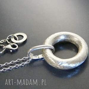 srebro naszyjniki srebro, wisior - koło w satynie