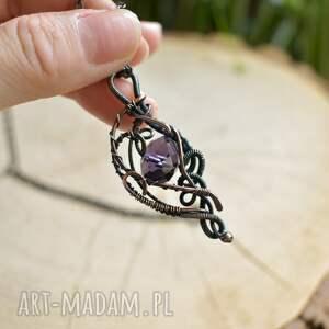 naszyjniki: Violet elegance - naszyjnik z wisiorem z kryształem - wisior z miedzi