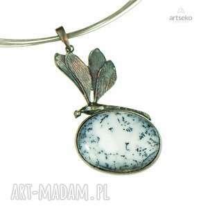 nietypowe naszyjniki naszyjnik-srebrny ważka w mroźnej bieli naszyjnik
