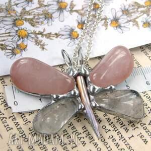 wisiorek z-kamieni naszyjniki różowe z łańcuszkiem: motyl
