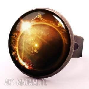 ręczne wykonanie naszyjniki kosmos zaćmienie słońca - medalion