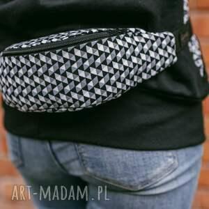 handmade nerki trójkąty czarno biała