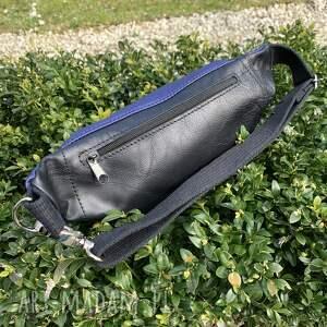 atrakcyjne nerki torebka granatowa błyszcząca