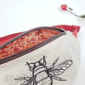 nerka nerki czerwone z pszczołą