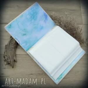 zielone notesy na album zdjęcia z ręcznie malowaną
