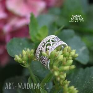 obrączki pierścionek ażur królewski