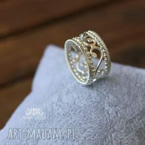 urokliwe obrączki pierścionek ażur królewski