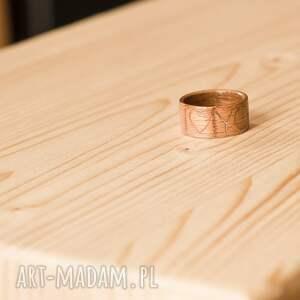 ręcznie zrobione obrączki pierścionek obrączka z drewna