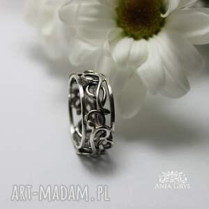 obrączki kręcona srebrna koronka