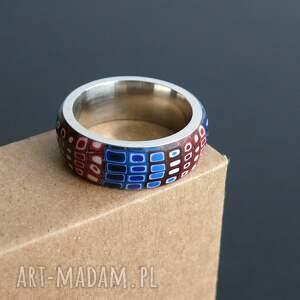 czerwone obrączki pierścionki stalowa obrączka ozdobiona wzorem ulepionym