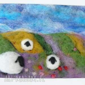 owieczka obrazy zielone na letniej łące. Obraz z kolekcji