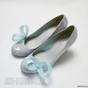 unikatowe ozdoby do butów spinki błękitne