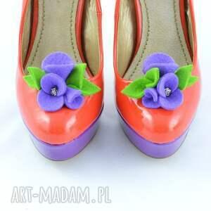 fioletowe ozdoby do butów filc filcowe klipsy - przypinki