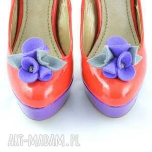 fioletowe ozdoby do butów klipsy butów- filcowe przypinki