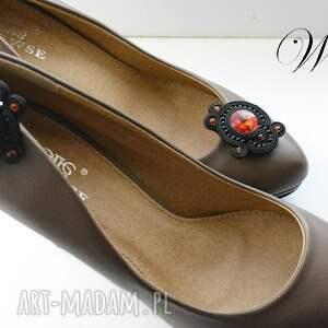 gustowne ozdoby do butów sutasz klipsy czarno