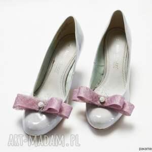 niepowtarzalne ozdoby do butów spinki