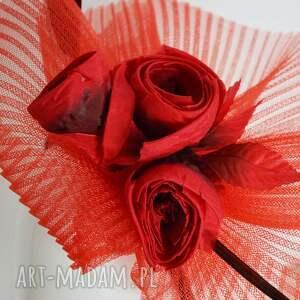 fascynator czerwone kwiaty