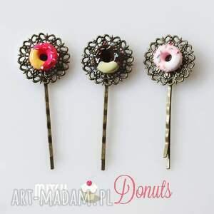 nietypowe ozdoby do włosów spinki słodkie trio, trzech donutów, na bazie