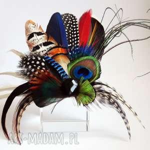frapujące ozdoby do włosów fascynator broszka z piór - kolorowe