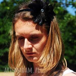 fascynator ozdoby do włosów zielone / broszka z piór,,czarna