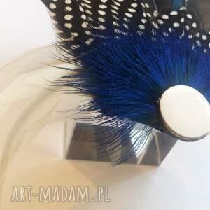 pióra ozdoby do włosów niebieskie fascynator z piór - klasyka
