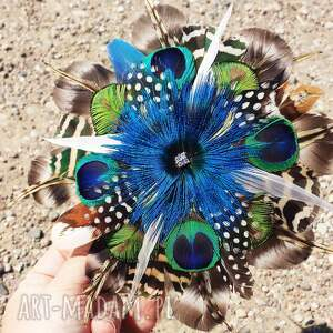 ozdoby do włosów broszka fascynator z naturalnych piór w kolorach tęczy