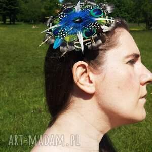 ozdoby do włosów broszka fascynator z piór - kolorowe