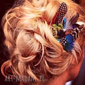 intrygujące ozdoby do włosów pióra fascynator z piór - rajski ptak