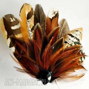 unikalne ozdoby do włosów fascynatora broszka z piór
